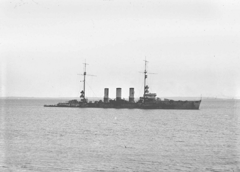 The light cruiser SMS Frankfurt, Kuno Eversberg's ship, beached at Swanbister Bay. Orkney Library & Archive.