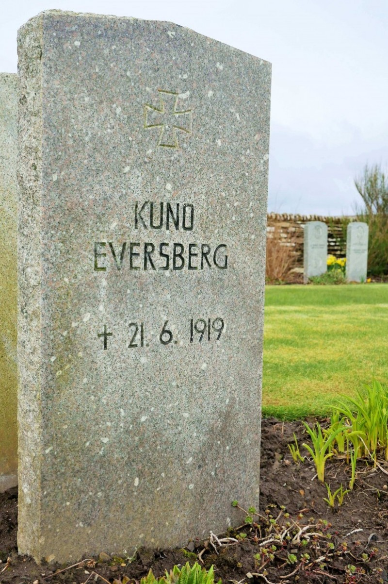 Kuno Eversberg's gravestone with original, wrong date. Rhonda Muir, Orkneyology.com.